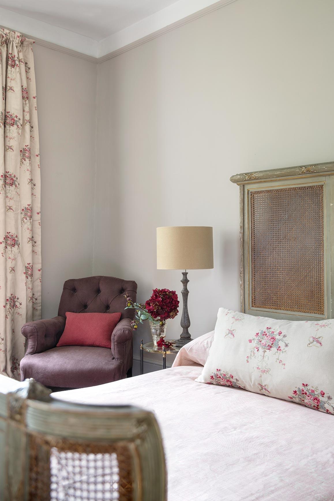 Isobella Cushion & Curtain