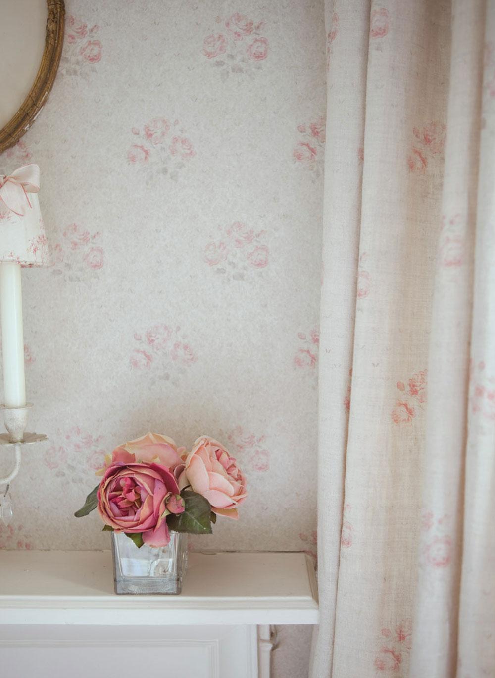 Kitty-Curtains-Close