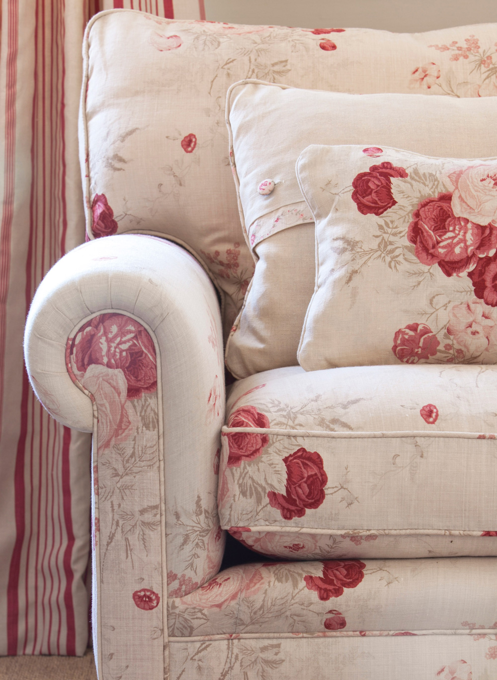 Roses-Sofa-Close-Up