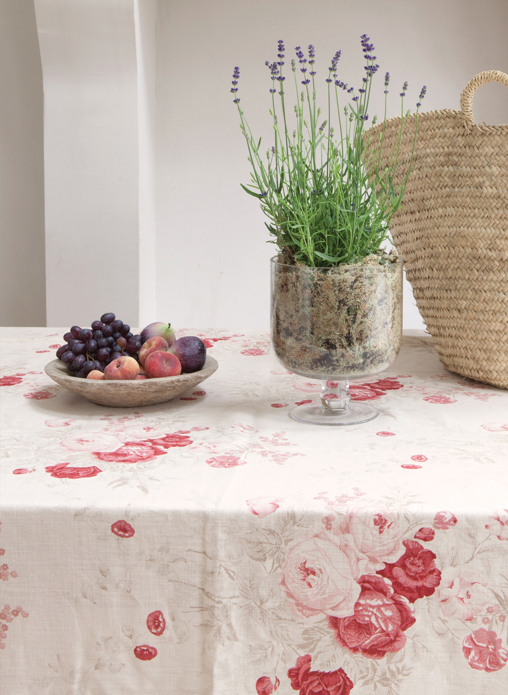 Roses-Tablecloth-Close-Up