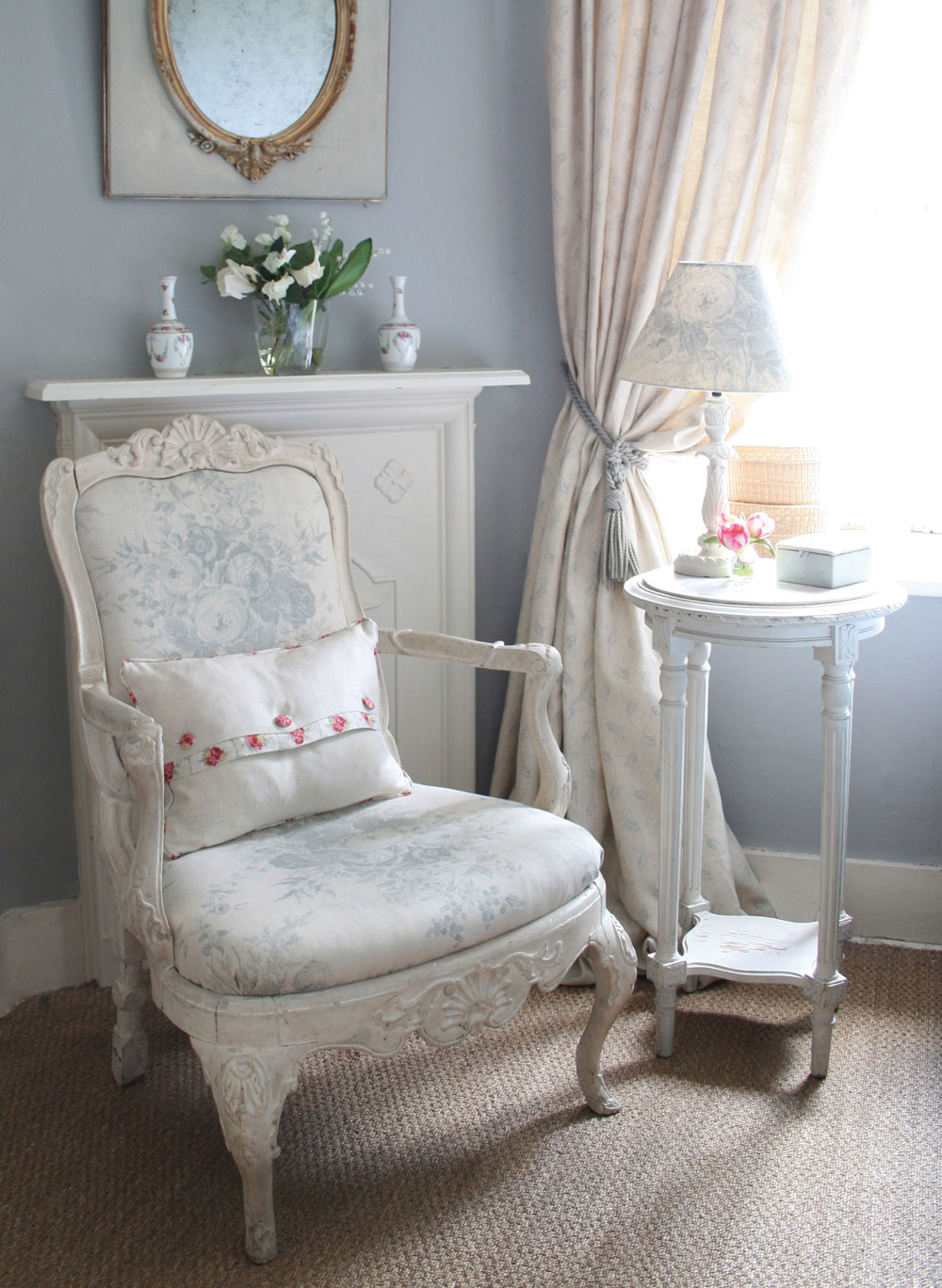 blue-roses-chair