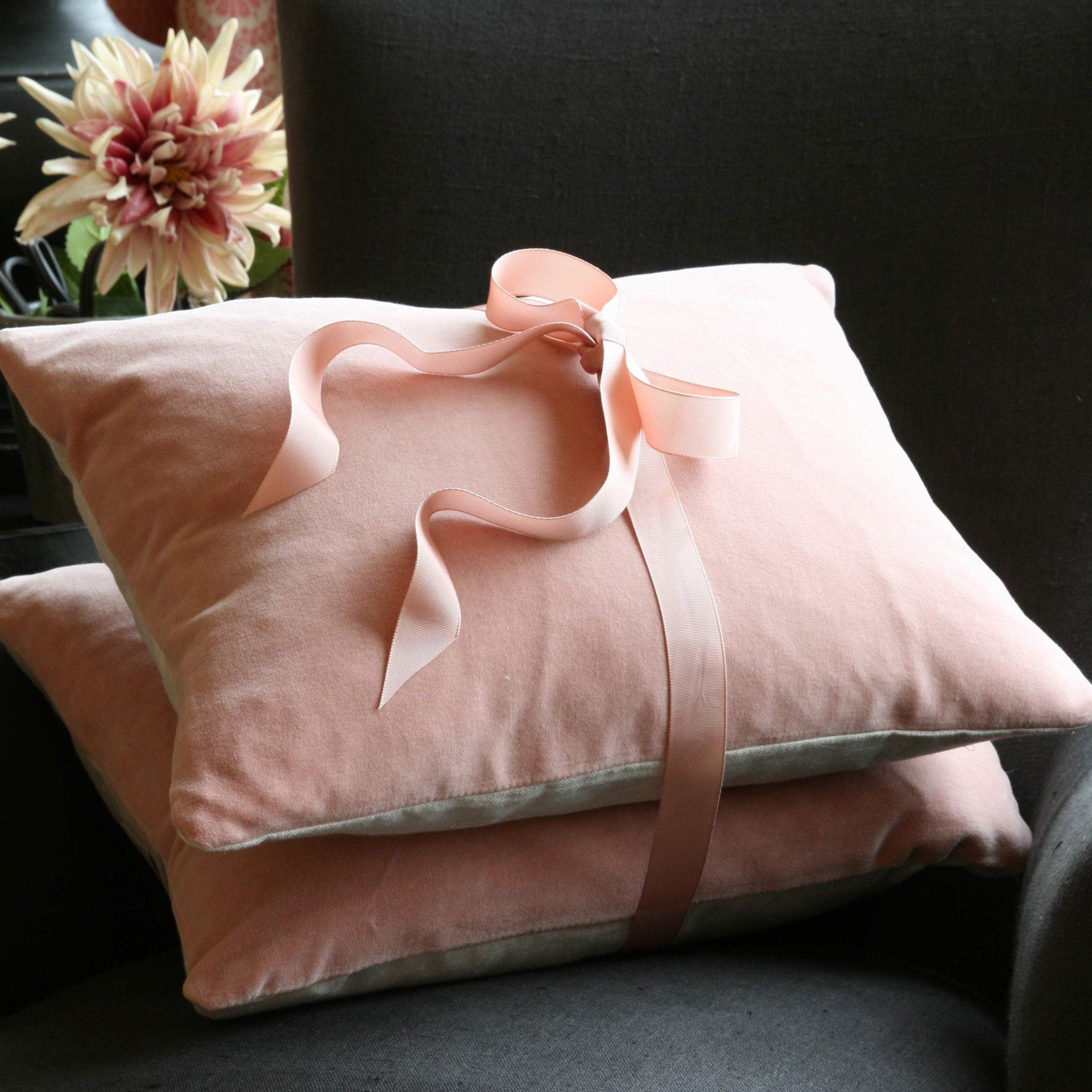 pink-velvet-cushion-stack